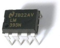 LM393 Voltage Comparator IC